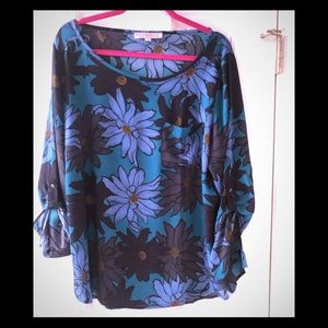 LOFT top with buttoned sleeves ( optional) size XL